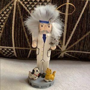 """6"""" Vet w dogs & cat Nutcracker Christmas ornament"""